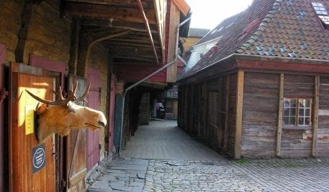Trehus i et smau i Hansakvartalen på Bryggen i Bergen, Norge
